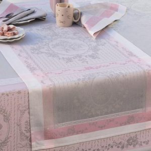 TABLE CLOTHS & KITCHEN TOWELS
